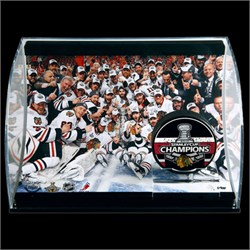 2009/2010 Chicago Blackhawks Autographed Victory Photo and Puck 77472